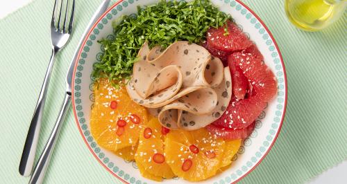Affettato di lenticchie, pompelmo rosa, arancia, insalata amara e peperoncino