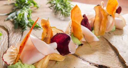 Dried vegetable petals with aromatic herbs and avocado purée