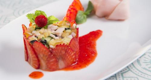 Panzanella de légumes et dindes et coulis de fraises