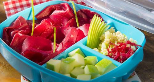 Bulgursalat mit Bresaola, Sesamöl und grünem Apfel
