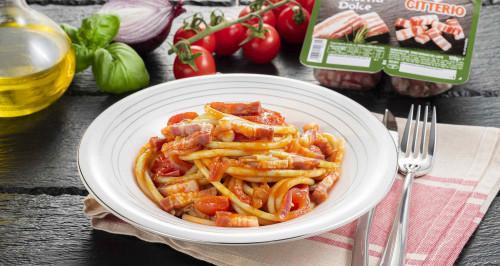 bucatini-pomodorini-cipolla-e-fiammiferi-di-pancetta-dolce-low.jpg