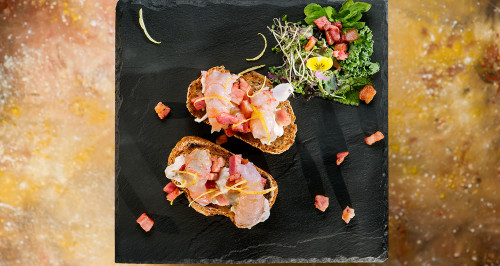 RUSTIC BREAD WITH BURRATA, CRISPY BACON, RAW SCAMPI AND LEMON AROMA