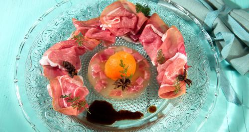 Bavarese di melone bianco, prosciutto crudo di Parma, riduzione di porto e anice stellato