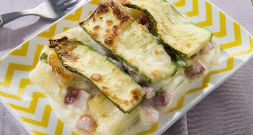 Zucchini-Parmigiana mit Würfeln vom geräucherten Bauchspeck