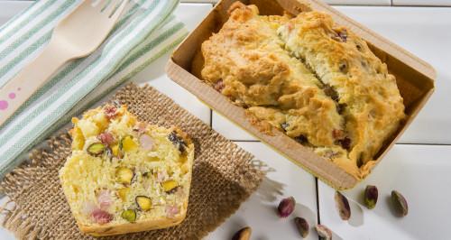 Plumcake salato con robiola, pistacchi e cubetti di pancetta dolce
