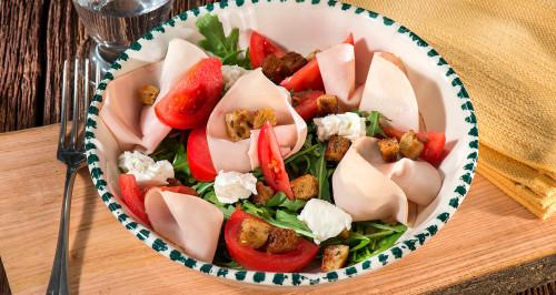 Insalata di pollo, pomodori, stracchino, rucola e crouton