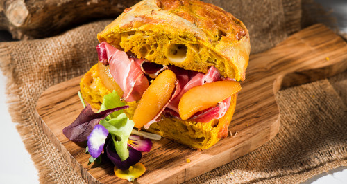 TURMERIC CHEESE BREAD, COGNAC-FLAVOURED PEARS AND SPECK