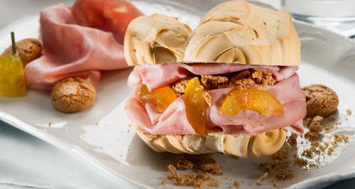 Pane Ferrarese, Mortadella, mostarda di frutta mantovana e briciole di amaretto