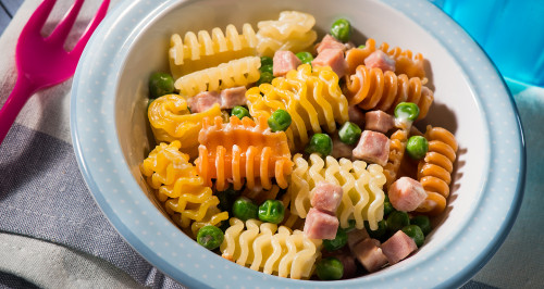 COLOURED PASTA WITH HAM CUBES AND PEAS