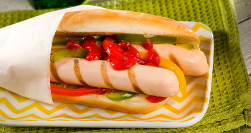 Hot dog mexicain avec delicatessen de poulet