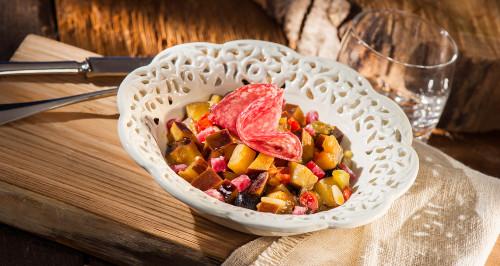 Caponata di melanzane con rose di salame Milano