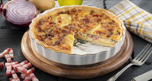 torta-rustica-di-patate-cipolle-caramellate-e-fiammiferi-di-pancetta-dolce-low.jpg