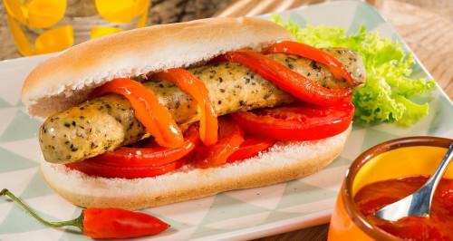 Mexikanischer Hotdog mit Delicatessen Pollo