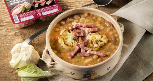 zuppa-di-legumi-con-cavolfiore-brasato-e-fiammiferi-di-pancetta-affumicata-low.jpg