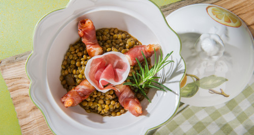 LENTIL SOUP WITH SHRIMPS WRAPPED IN SAN DANIELE HAM