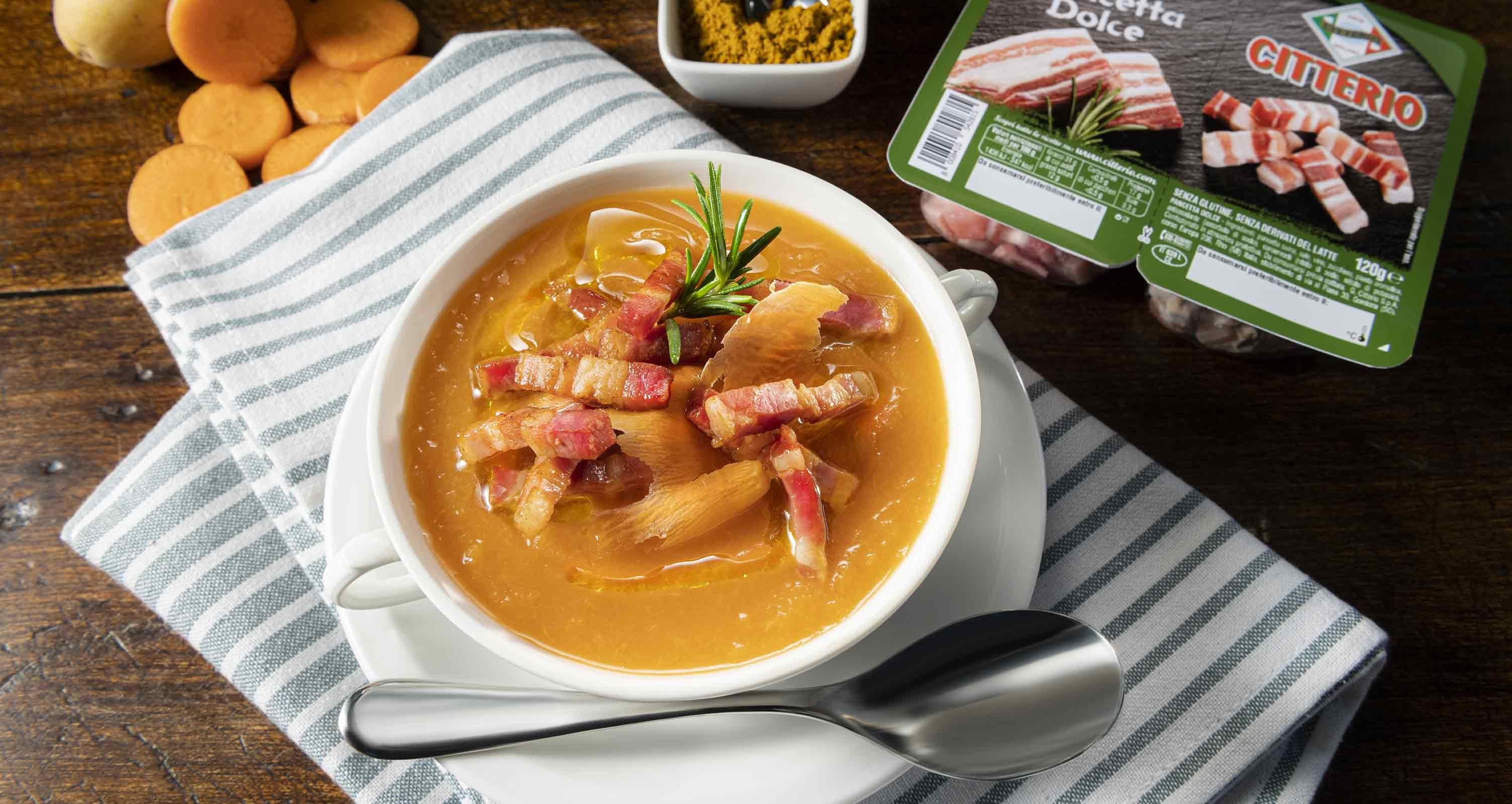 crema-di-carote-curry-e-fiammiferi-di-pancetta-dolce-low.jpg