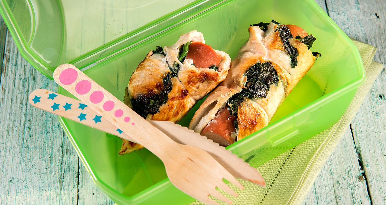 Involtini di petto di pollo con wurstel light e spinaci
