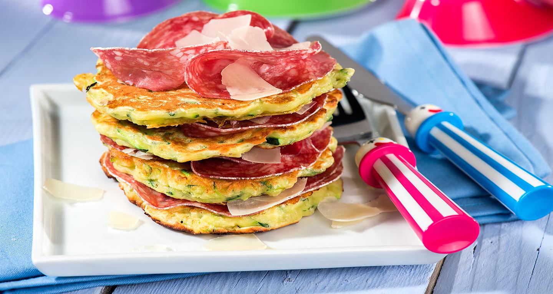 Pancakes salati con zucchine e salame