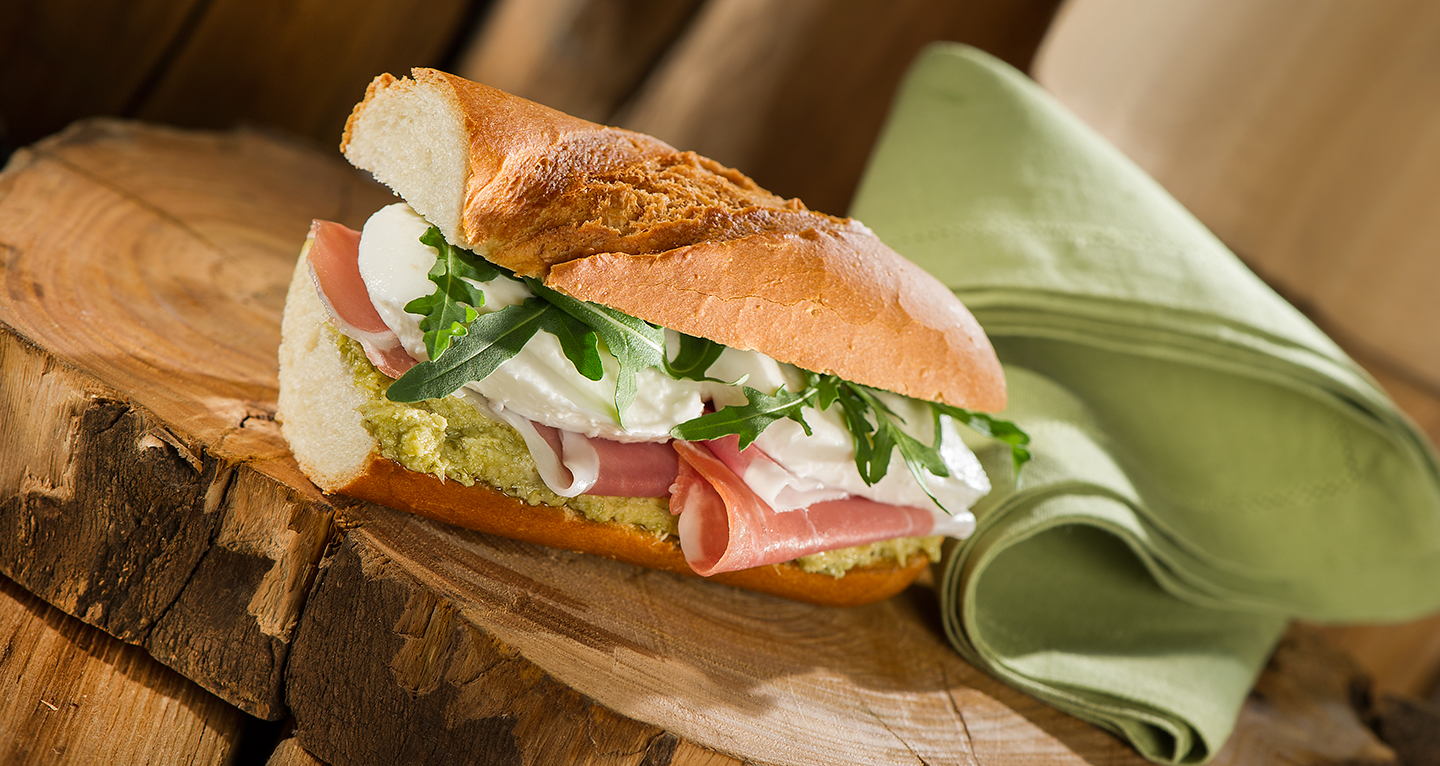 PARMA HAM SANDWICH WITH ARTICHOKE CREAM, MOZZARELLA AND ROCKET
