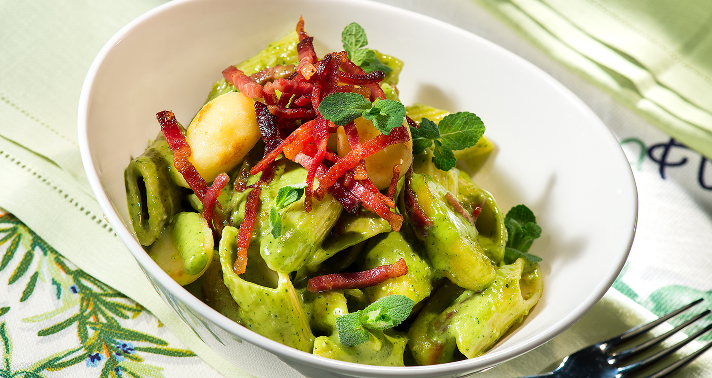 SUMMER PASTA SALAD WITH MINT PESTO, POTATOES AND CRISPY SPECK