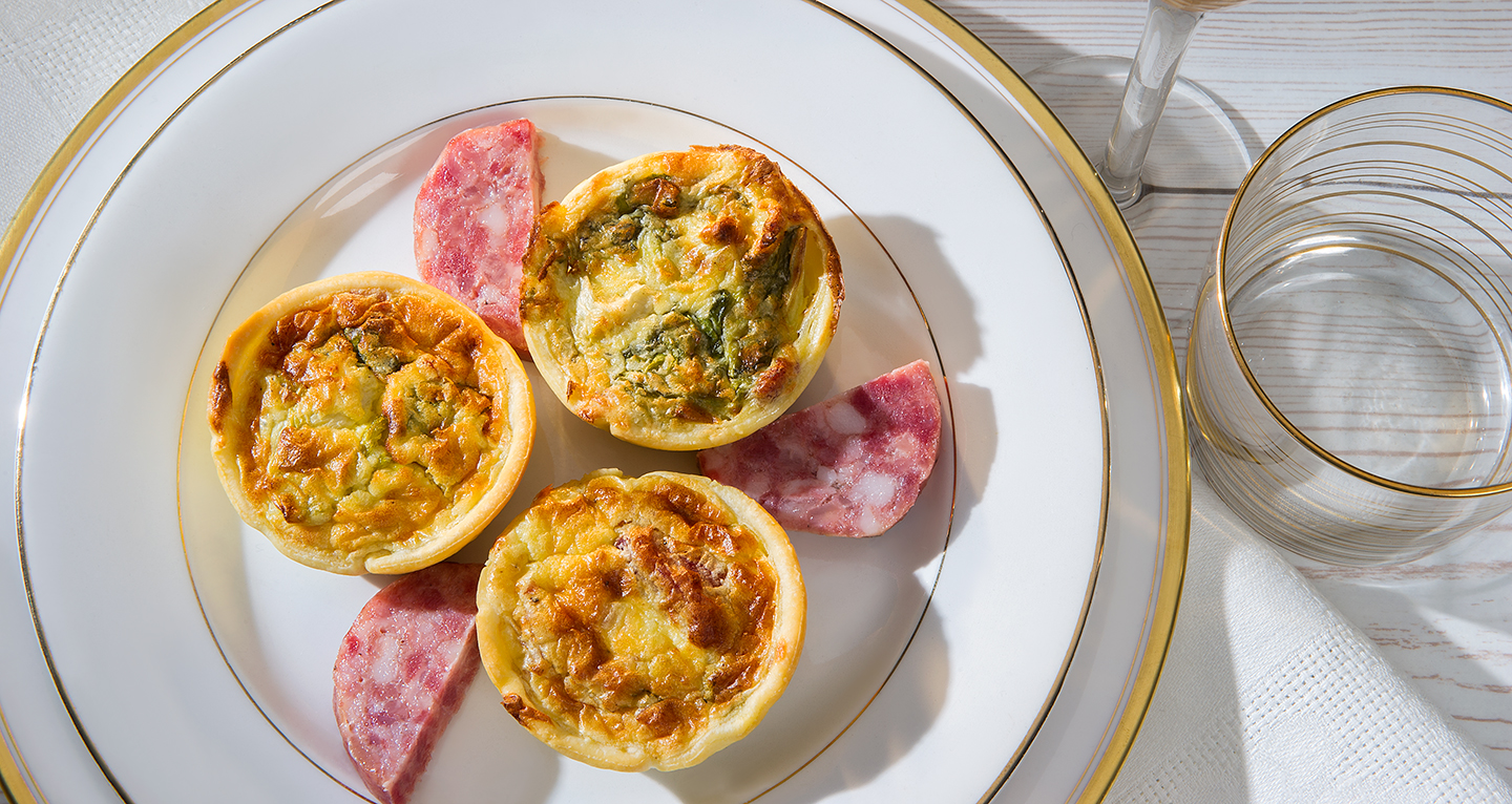 SMALL ZAMPONE QUICHES WITH ROBIOLA AND ENDIVE