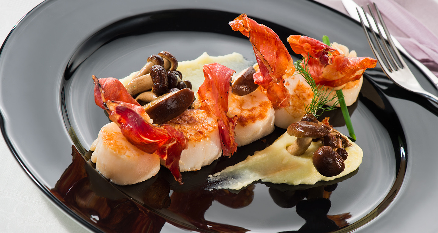 SCALLOPS, CRISPY SPECK, MUSHROOMS AND MASHED POTATOES