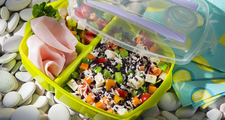 Salade de riz noir et basmati, dinde et jardinière de légumes